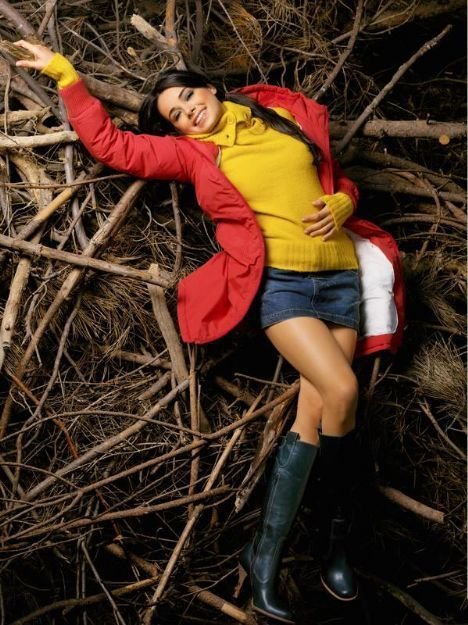 """En İyi Aktris: Özgü Namal   Neden Özgü Namal?  """"Mutluluk"""" adlı filmdeki rolü ile 2007 yılında, Altın Portakal Film Festivali'nde 'En İyi Kadın Oyuncu' ödülüne layık görüldüğü,  26. Uluslararası İstanbul Film Festivali'nde """"Beynelmilel"""" filmindeki rolüyle 'En İyi Kadın Oyuncu' ödülünü aldığı,  Rol aldığı tüm dizi ve sinema projelerinde, oyunculuğunu iyi bir şekilde konuşturarak, adından başarıyla bahsettirdiği,  Oyunculuğu ve güzelliğiyle olduğu kadar sempatik, ilginç tavırlarıyla, bakışları üzerine çektiği için..."""